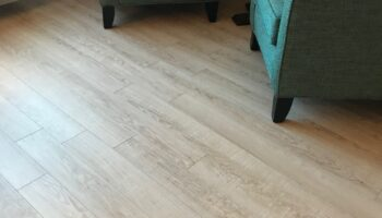 Hotel room with TORLYS Everwood Premier Vinyl flooring in Oyster Bay